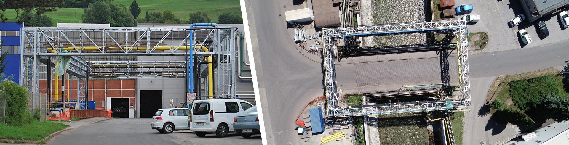 Pogled na nov energetski most za dvig instalacijskih vodov izven dosega visokih voda Meže, izgrajen na območju železarne Ravne